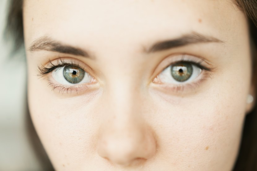 Ochii tăi, mamă…